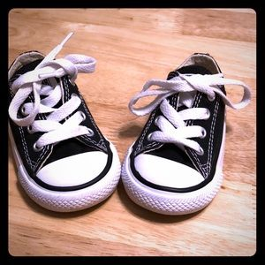 Converse Infants shoes Size 4 (no box included)